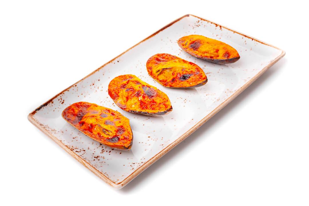 Запеченные Мидии в ракушках под чесночно-сырным соусом Порция (4 шт)